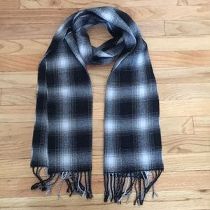 🧣 NWT! Old Navy Black and White Plaid Scarf
